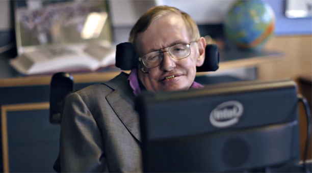 Stephen Hawking frente a un monitor Intel